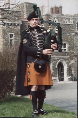 Piper wearing an Irish military kilt
