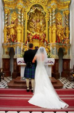 Bride and Groom in Celtic weddings setting