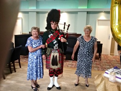 My Aunt with the Piper